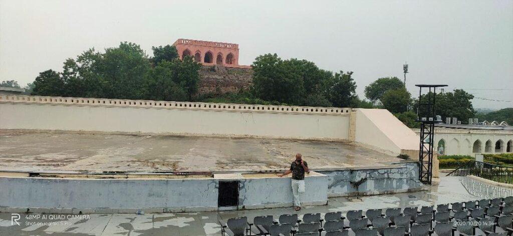 Construction of Taramati Baradari